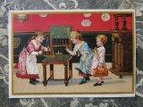 """アンティーク クロモ """"銀行ごっこ""""をして遊ぶ子供たち -MAISON A.MAUMONT-"""