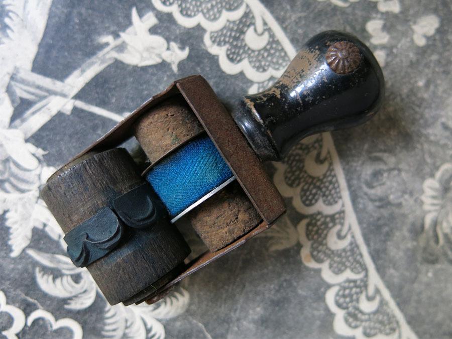 画像1: アンティーク 刺繍図案用 小さなローラースタンプ