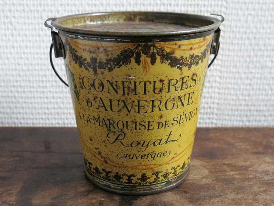 画像1: 1930年代 アンティーク 『マルキーズ・ ドゥ・セヴィニエ』のジャム缶 フルーツのガーランド CONFITURES D'AUVERGNE A LA PARQUISE DE SEVIGNE ROYAT - MARQUISE DE SEVIGNE -