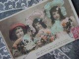 1906年 アンティークポストカード ブーケを持つ3人の少女 BONNE FETE