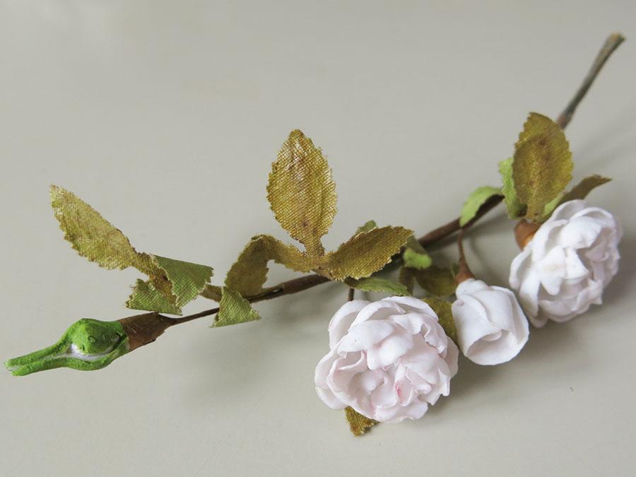 画像1: アンティーク セラミック製 淡いピンクの薔薇のコサージュ