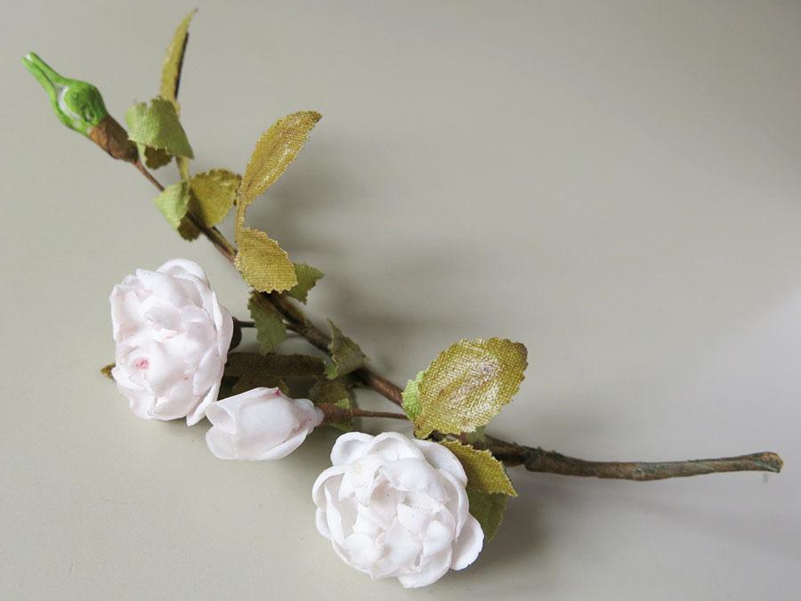 画像2: アンティーク セラミック製 淡いピンクの薔薇のコサージュ